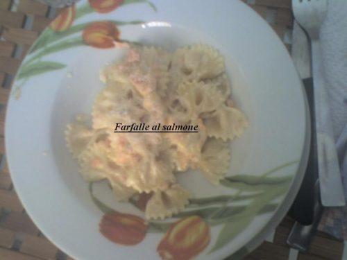 Farfalle con panna e salmone affumicato