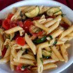 Penne con zucchine e pomodorini