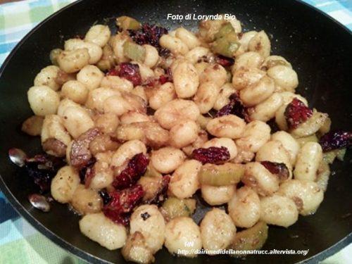 Gnocchi con pomodorini secchi zucchine e curry